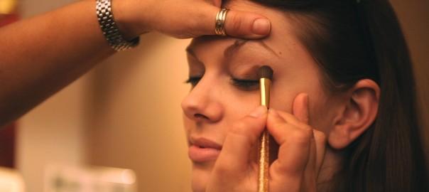 makeup-677200_1920
